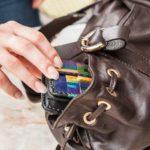 У кировчанки в баре украли сумку с телефоном и деньгами