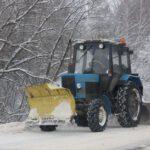 В Опаринском районе трактор при очистке территории придавил пешехода к гаражу