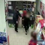 В Кирове мужчина ударил посетителя магазина: устанавливается личность