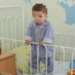 У одного из оставленных в запертой квартире в Кирове детей подозревают рахит