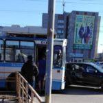 В Кирове столкнулись троллейбус и легковой автомобиль