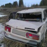 В Кировской области на трассе бесправник на «ВАЗе» опрокинулся в кювет