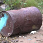 Сотрудник кировского УФСИН нашел в подмосковном лесу бочку с боеприпасами
