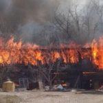 В Кирове горят хозяйственные постройки