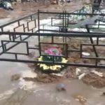 Под Кировом затопило кладбище: людей хоронят прямо в воду