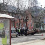 В Кирово-Чепецке на улице перевернулась «Лада»