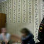 В Кирове мать оставила детей 2 и 3 лет в закрытой квартире и ушла к подруге: соседи вызвали полицию
