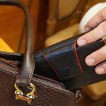 В Кирове мужчина подкараулил у магазина 87-летнюю пенсионерку и украл кошелек