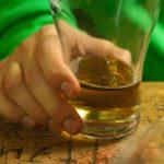 В Уржуме осуждена женщина за систематическое вовлечение 16-летнего брата в распитие алкоголя