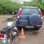 В Кирово-Чепецке пьяный мотоциклист врезался в припаркованный автомобиль
