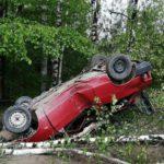 В Кирове водитель ВАЗа перевернулся в кювет