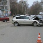 В Кирове столкнулись «Мазда» и «Лада Гранта»: госпитализировано три человека