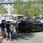В Кирове в результате столкновения внедорожник перевернулся на бок