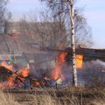 Пожар в Кильмезском районе потушен: сгорели 3 жилых дома и 10 хозпостроек
