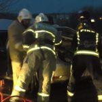 В результате столкновения с отбойником в Кирове водителю отрезало ногу