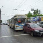 В Кирове троллейбус столкнулся с «Ладой Гранта»