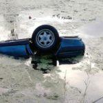 В Кирово-Чепецком районе при опрокидывании автомобиля в водоем погибли два человека