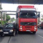 В Кирове столкнулись «Лада Калина» и грузовик