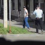 Появилось видео с падением муляжа гранаты из брюк слободского депутата под ноги полицейскому