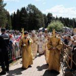 В праздничной службе на реке Великой приняли участие 38 тысяч паломников