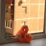 В Кирове 2-летний ребенок выпал из окна 3 этажа