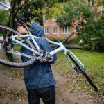 В Оричах мужчина украл три велосипеда, оставленных у рынка