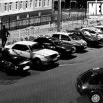 В Кирове подростки устроили прыжки на припаркованных машинах