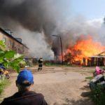 В Вятскополянском районе сгорели 30 сараев у жилого дома
