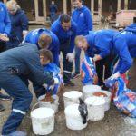 Кировэнерго: бойцы студенческого отряда «Анкер» оказали помощь собачьему приюту «Мокрый нос»