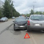 В Кирове столкнулись «Лада Калина» и «Хендай»: пострадали два человека