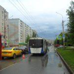 В Кирове из-за резкого торможения троллейбуса пострадали женщина и ребенок