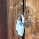 В Белохолуницком районе мужчина украл из квартиры холодильник и колонки