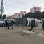 В Кирове у железнодорожного вокзала опрокинулась «Газель»