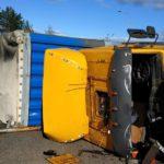 В Юрьянском районе на трассе опрокинулся грузовик