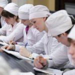Ряды будущих врачей пополнились 520 студентами Кировского медуниверситета