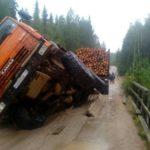 В Верхнекамском районе под лесовозом провалился мост