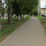 В Кирове мать оставила 2-летнего ребенка на тротуаре и сбежала