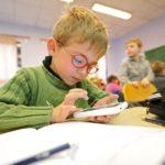 Всем кировским школьникам запретят пользоваться смартфонами с интернетом