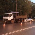 В Кирове водитель «ВАЗа» врезался в припаркованный грузовик