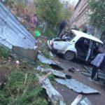В Котельниче бесправник на «ВАЗе» врезался в мусорные баки: госпитализированы два человека
