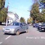 В Кирове неуправляемый автомобиль выкатился на дорогу