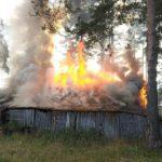 В Кирово-Чепецке сгорело деревянное строение