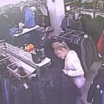 В Кирове мужчина с женщиной украли из магазина курточку: устанавливаются личности