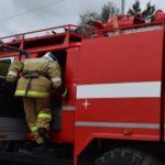 В Белой Холунице сгорел двухэтажный нежилой дом