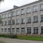 В Кировской области учителя на свои деньги ремонтировали крышу школы