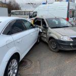 В Кирове столкнулись «Рено» и «Форд»: пострадали три 16-летних пассажира