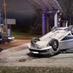 В Кирове на перекрестке перевернулась иномарка