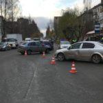 В Кирове столкнулись «Лада Калина» и «Опель»: пострадала 3-летняя девочка