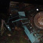 В Даровском бесправник на тракторе опрокинулся в кювет