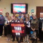 В Кирове сотрудники ГИБДД с волонтерами напомнили слабовидящим пешеходам о мерах безопасности при переходе дороги